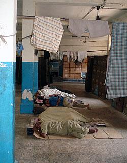 IndiaMilkmenSleepingOnJob.jpg